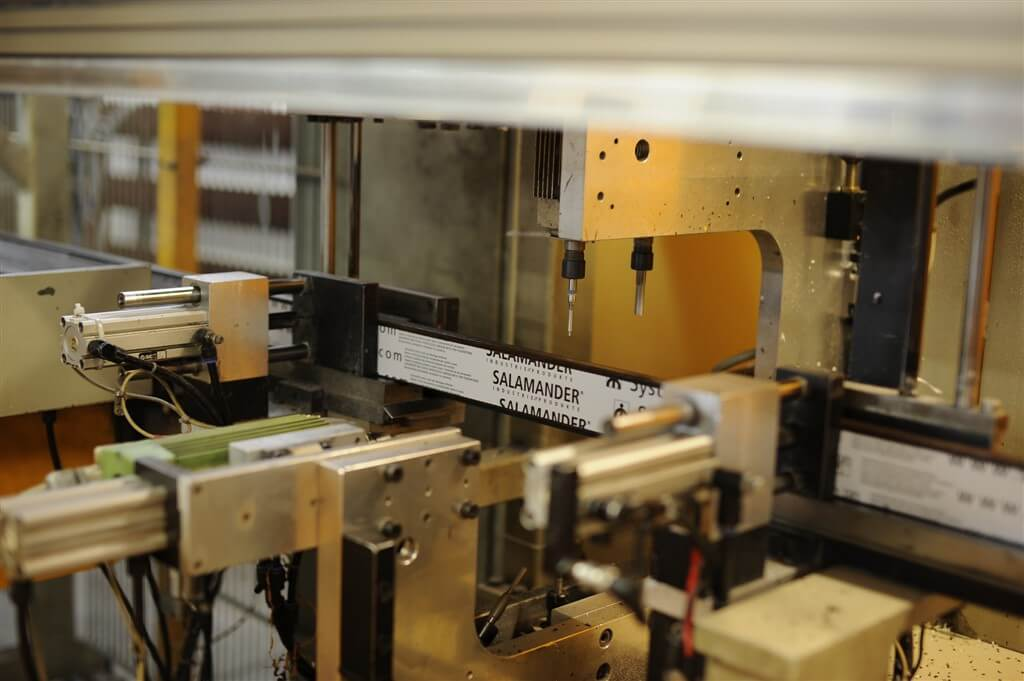 Maszyna wykorzystywana do wykonywania otworów.