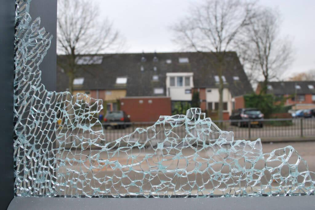 Szkło hartowane to jeden z rodzajów szkła bezpiecznego.