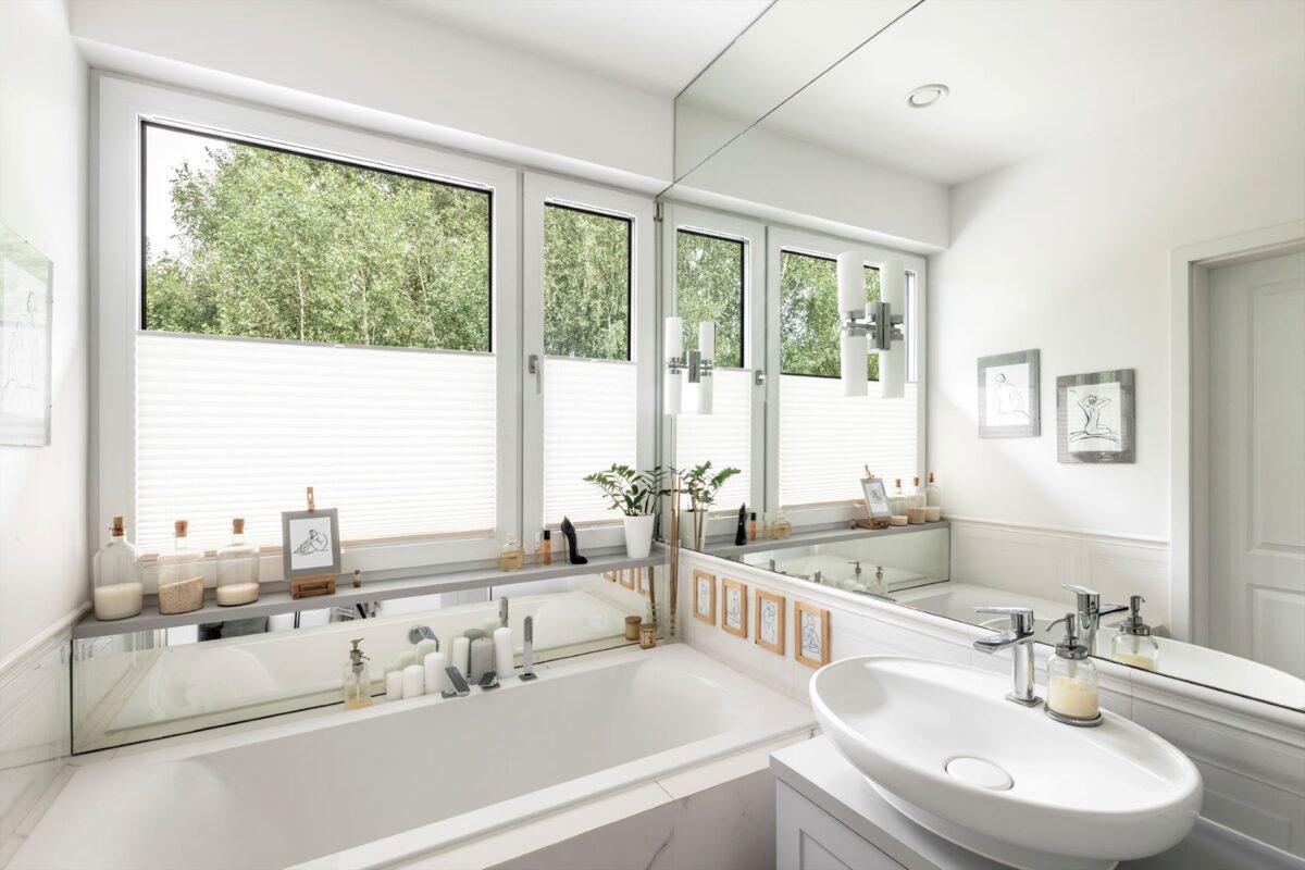 Okno w łazience.