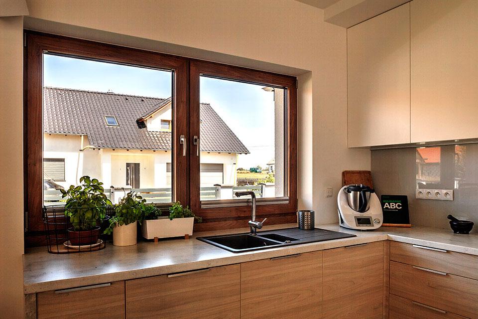 Okno rozwierno-uchylne w kuchni.