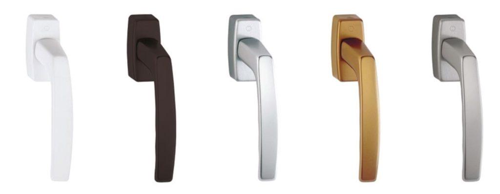 Klamki okienne Hoppe występują w różnych wersjach kolorystycznych.
